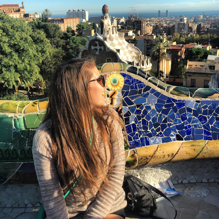 That's me enjoying the scenic views in Park Guell (click to enlarge).