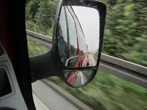 Photo: Zunächst fahren wir noch im Konvoi, aber die ohne Anhänger sind halt schneller...