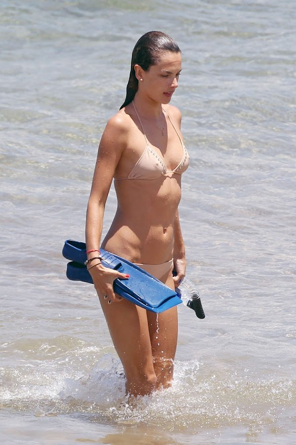 Alessandra Ambrosio hit the beach, looked chilly [53 pics]:celebrities,Best,sex beach0