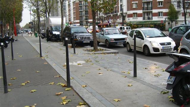тротуар в Париже