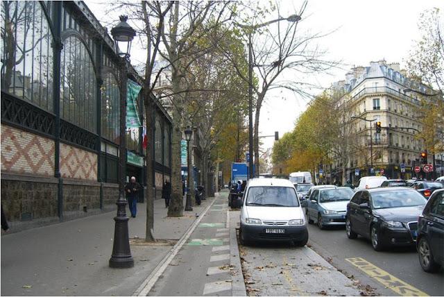 велодорожка и тротуар в Париже