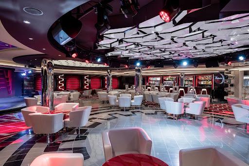 virtuosa-bar.jpg - The cozy Virtuosa Bar & Lounge on deck 6 of MSC Virtuosa.