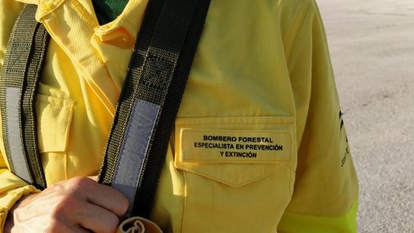 El Infoca controla un incendio en Bacares.
