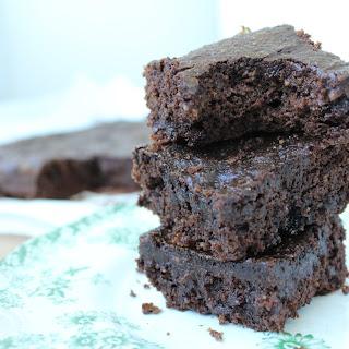 Moist & Fudgy Paleo Brownies