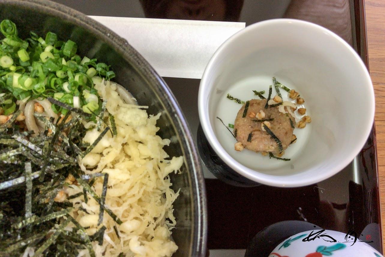 揚げ蕎麦の実と自家製味噌が香る