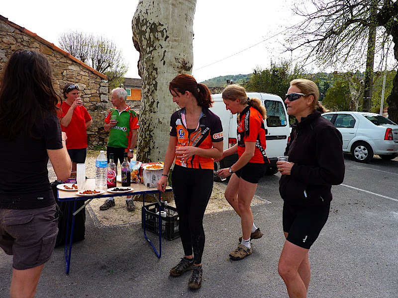 RENCONTRE AVEC LES FILLES DU CTAV LE DIMANCHE 3 AVRIL 2011 P1020203