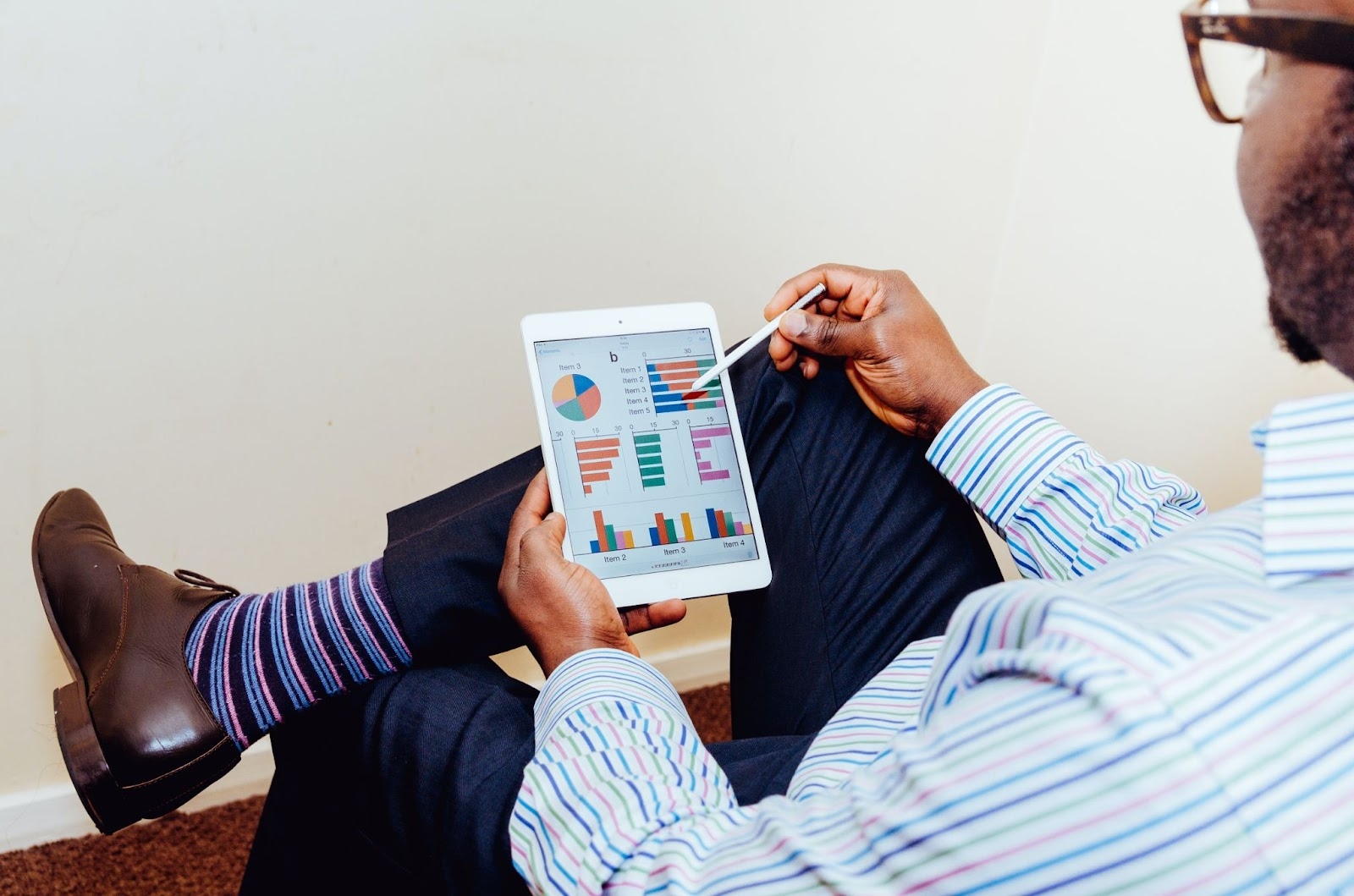 Man looking over the five areas to utilize a digital marketing budget