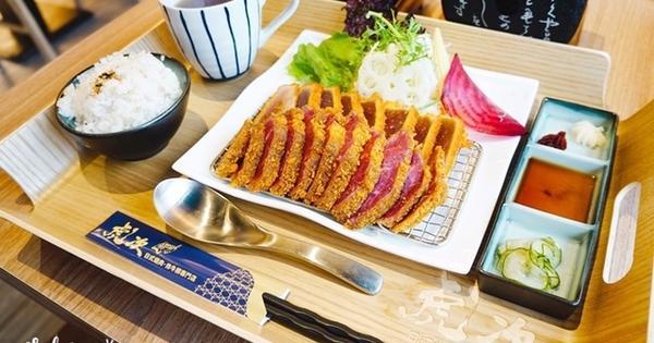 虎次日式燒肉炸牛排(Att4fun信義店),來享受一份美味炸牛排、日式燒烤牛舌、牛丼。信義區美食