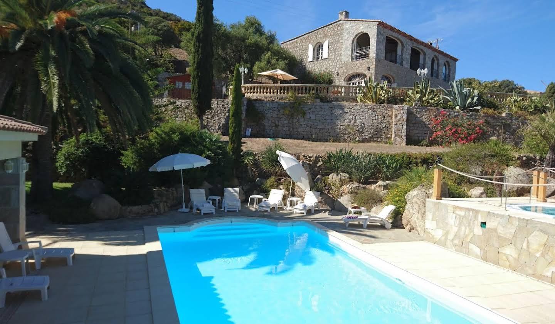 Propriété avec piscine et jardin Calvi
