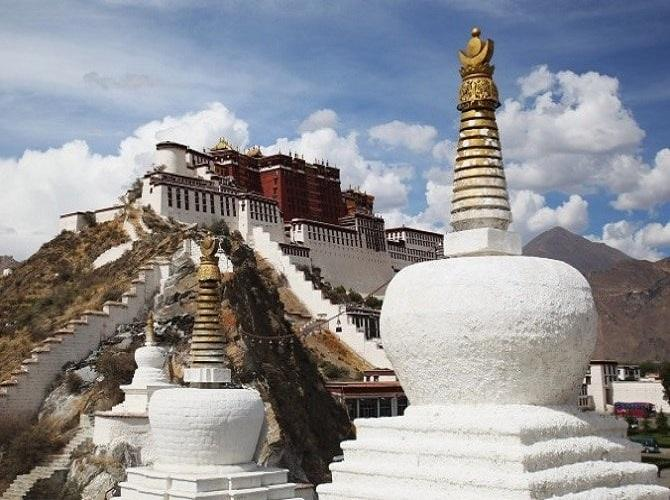 Cung điện Potala ở Tây Tạng được coi là cung điện cao gần nhất trên thế giới