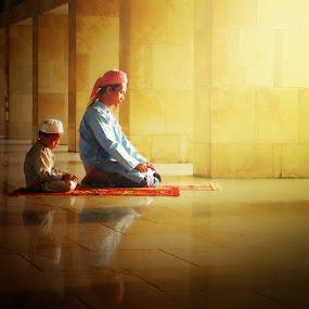 by Ahmad Tibrizi Sony Wicaksono - People Family ( dad with kids, dad and 'kid' )