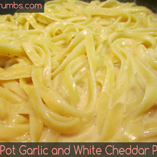 One Pot Garlic and White Cheddar Pasta