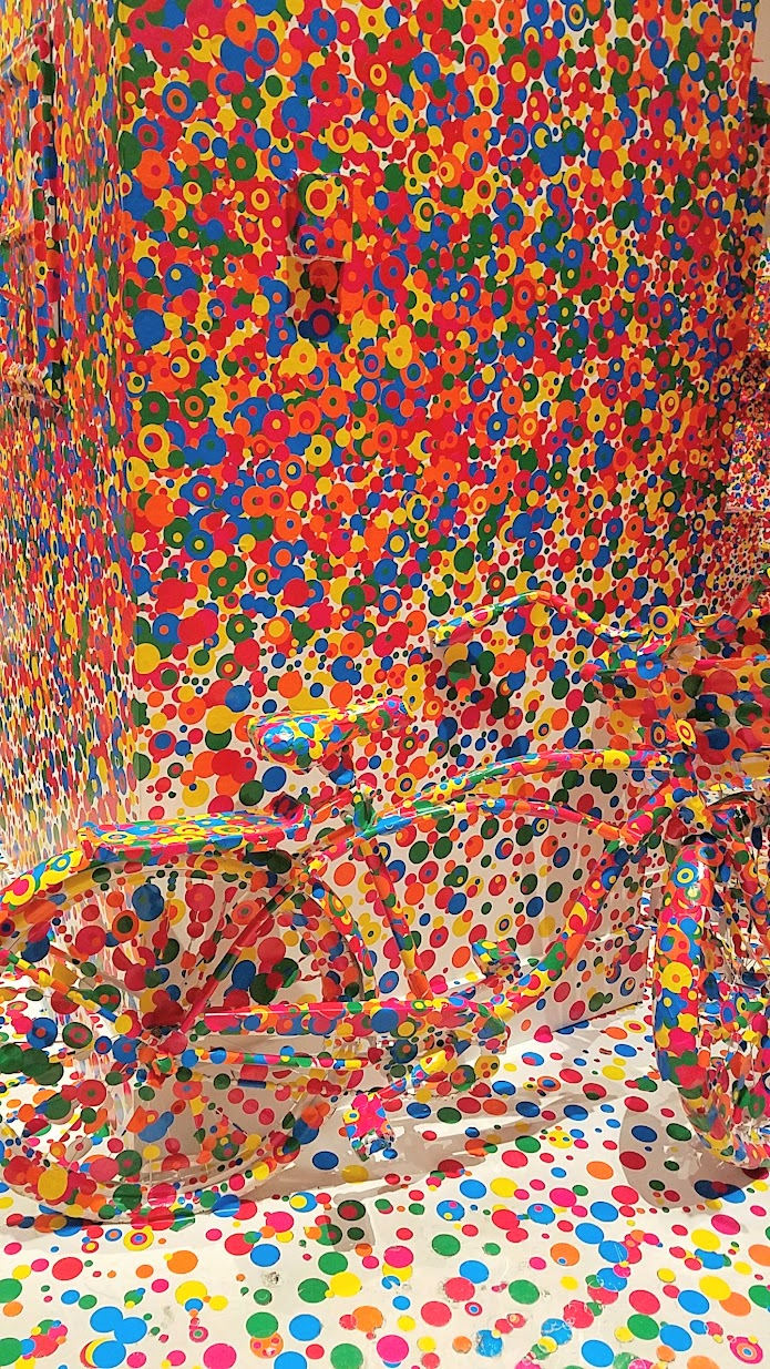 Visiting Yayoi Kusuma Infinity Mirrors at the Seattle Art Museum, The Obliteration Room