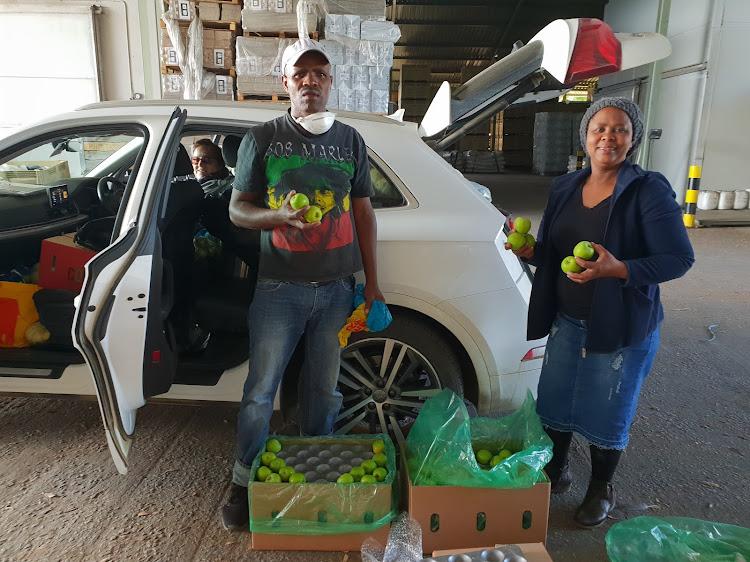 Vivian Mjongile, Mexin Madonci and Lilian Bron-Davis receiving donated fruit in Piketberg.