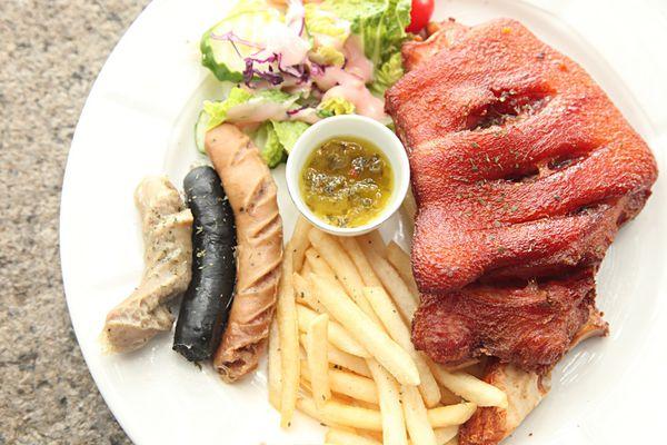 東興洋行~在三級古蹟大啖德式美食。生啤。享受遠離塵囂的美好