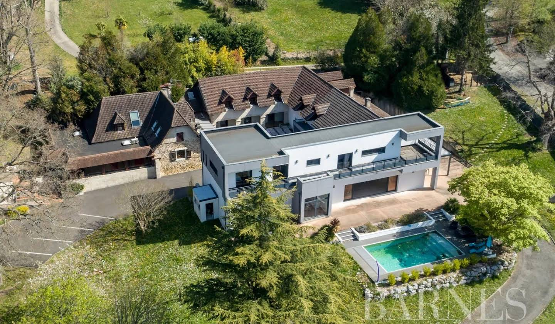Property Pau