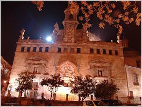 Photo: Iglesia de los Santos Juanes ( Valencia).www.viajesenfamilia.it/