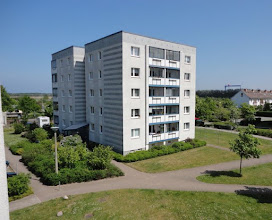 Photo: Blick nach Warnemünde (Werft im Hintergrund), links das Gartenrestaurant
