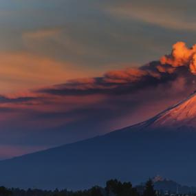 smoking volcano in the morning by Cristobal Garciaferro Rubio - Landscapes Mountains & Hills ( volcano, mexico, puebla, popocatepetl, smoking volcano )