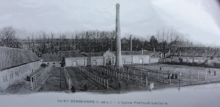 "Photo: l'usine Pathault-Leclaire - probably manufactured tobacco products. ""Petitsigné, débitant de tabacs, seul depositaire"" = ""???, cutting? of tobacco, only reseller"""