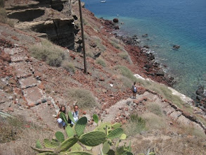 Photo: There are 3 kinds of beaches: here's a hike to a red sand beach