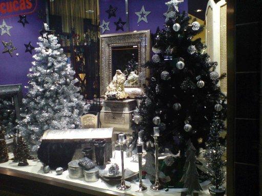 Un taller de miniaturas la navidad esta por todas partes - Ideas escaparate navidad ...