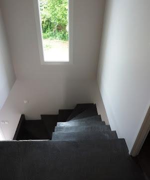 habillage escalier en béton ciré rénovation ancien escalier en béton par Les Bétons de Clara applicateur spécialisé dans le béton ciré