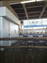 Photo: 只今「広島駅」 あっ!広島と言ったら「カープ」。 サインもらってこよーっ! 山本浩二と衣笠に・・・いつの時代よ!