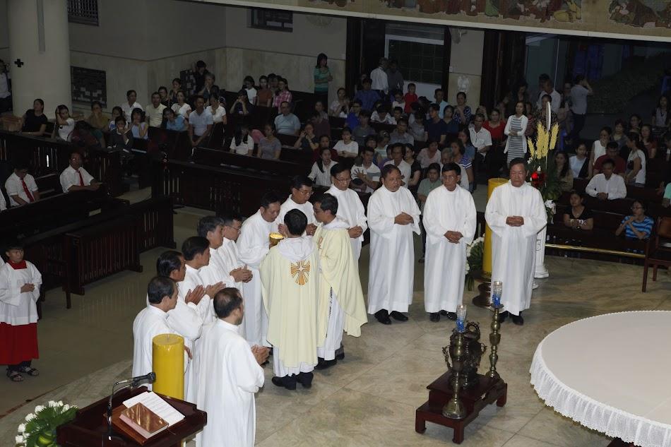 Hình ảnh mừng Thừa tác viên Thánh Thể & Các em rước Chúa lần đầu