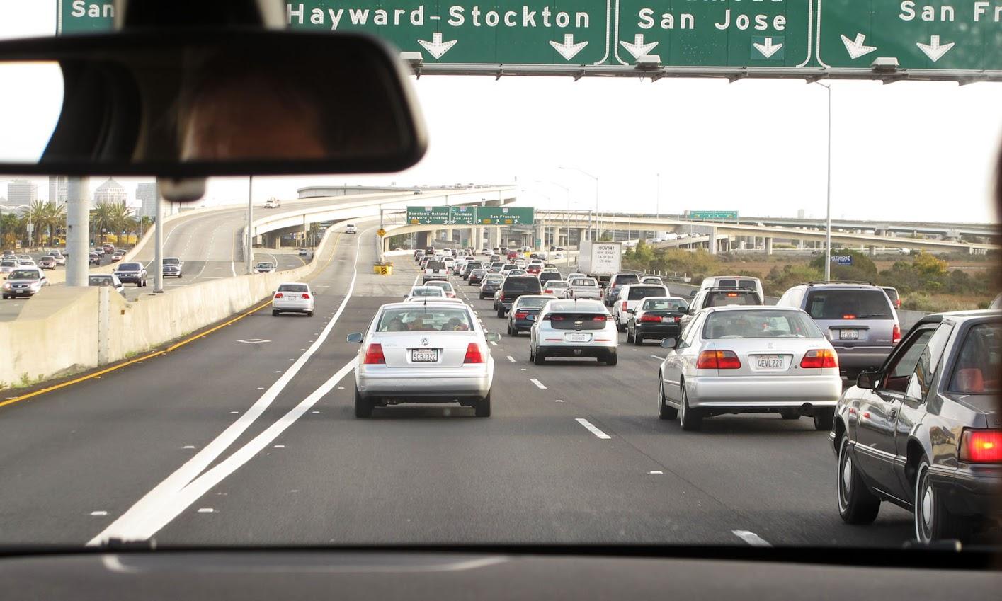 Не пользоваться телефоном за рулем и включать фары днем: МВД напомнило важные правила поведения на дороге - Цензор.НЕТ 4741