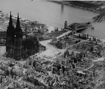 Catedral de Colonia tras los bombardeos