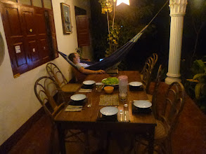 Photo: Ubytováváme se v Hongse, malém městečku na severu Laosu.