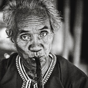 Portrait, Chiang Mai, Thailand by Thomas Jeppesen - People Portraits of Men ( b/w, monochrome, b&w, thailand, bw, thomas jeppesen, subsignal, portrait )