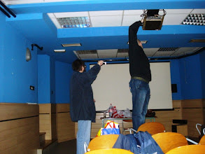 Photo: Postavljanje tehnike V - Žiljak pomaže lampicom