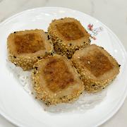 38. Pan Fried Sesame Taro Cake 芝麻芋絲餅