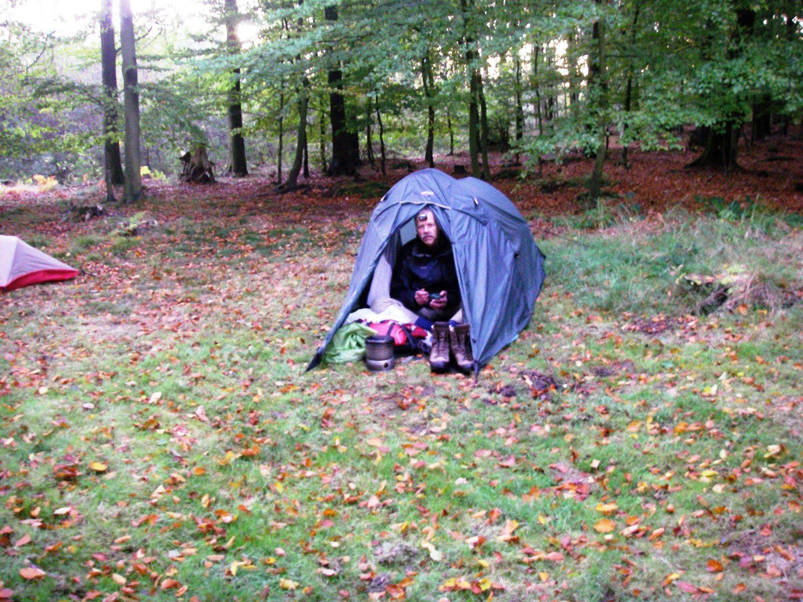Photo: Morgen efter en frostnat på lejrplads i Kistelund Plantage. Jeg indtog morgenmaden i teltåbningen.
