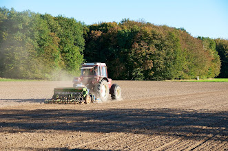 Photo: Hobby farmer raking the soil of his field near Petershagen in East-Westphalia.