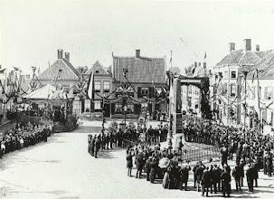 Photo: 1898 onthulling gedenknaald Haagsemarkt op 31 aug