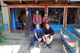 Photo: シバラヤで宿泊したロッジにて。ネパール語をたくさん教えてくれた。