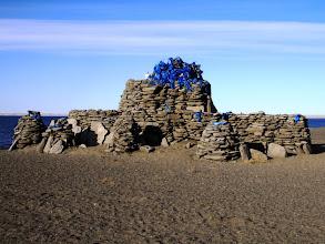 Photo: Жанжин-обо - загадочное ритуальное место на берегу озера Дургун-нур. Вблизи нет никаких камней, тем не менее сооружение более трез метров высотой. Самая близкая юрта находится в сотне километров отсюда.