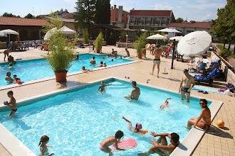 Photo: Estate in piscina: grandi e piccini si divertono