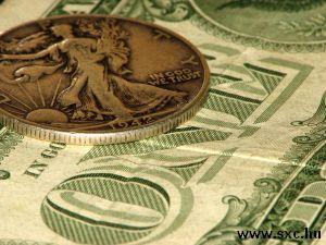 Srebrny dolar i dolar papierowy