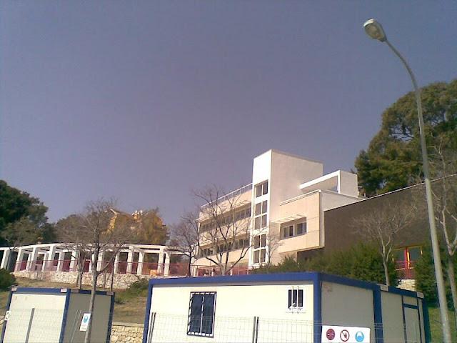 Vista exterior del Edificio de Juventud del Ayto. de Benalmádena.
