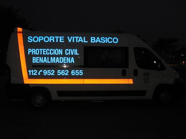La Ambulancia de SVB de Protección Civil Benalmádena durante la noche.