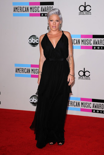 Pregnant Pink Toned Down Style at AMA 2010