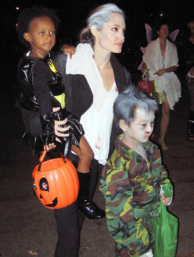 Angelina-Jolie-celebrity-costume-for-halloween-2009-as-living-dead