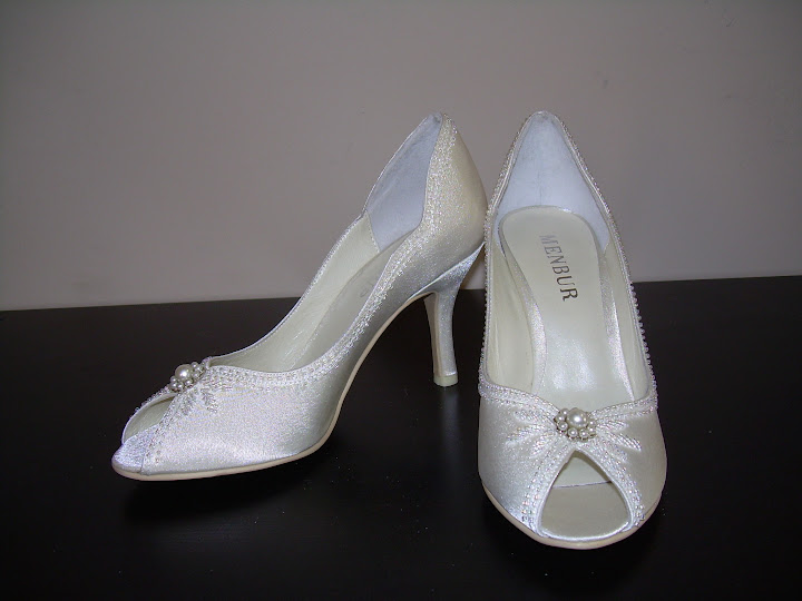 Private_Wedding_Shoes_Beaded_White_Decorations