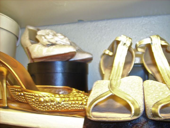 Snap-of-Gold-Wedding-Shoes