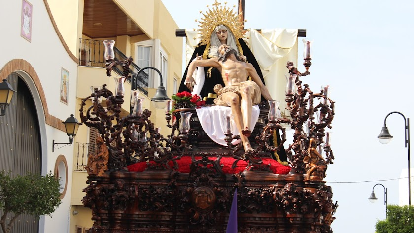 Imagen de la Santísima Virgen de la Piedad el pasado Viernes Santo por las calles de Vera.