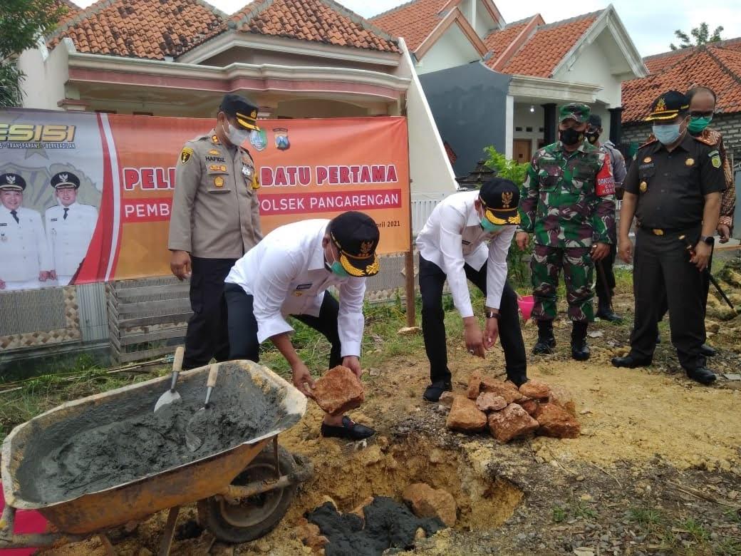 Bupati Sampang Letakkan Batu Pertama Pembangunan  Mapolsek Pangarengan